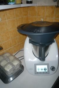 Oui ma crédence de cuisine est moche vous avez le droit de le dire ! Mais ce qui compte c'est le super équipement de la cuisine !